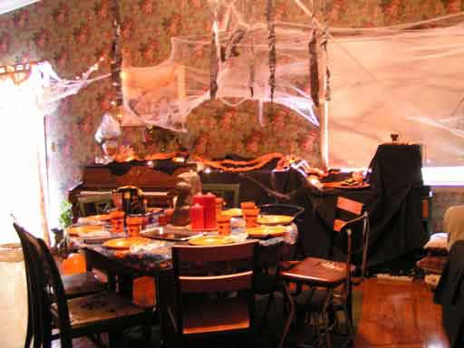 heres how we its possible to have a fun halloween party without spending a fortune heres how we - Cheap Halloween Party Decorations