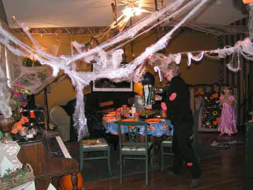 its possible to have a fun halloween party without spending a fortune heres how we - Cheap Halloween Party Decorations