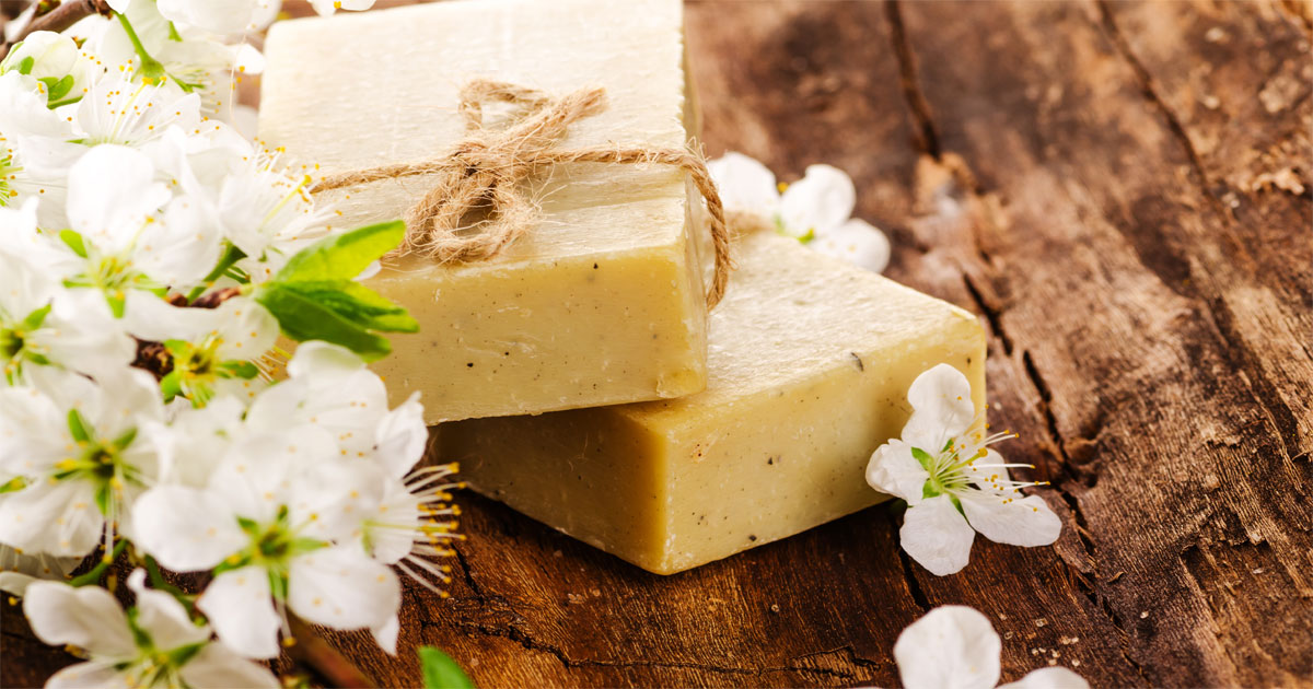 You can make homemade soap easily in your own home in just a few short minutes and you don't need to be afraid to use lye! This How To Make Soap For Beginners e-course makes it easy!
