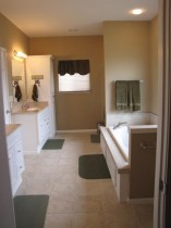 clean uncluttered bathrooms help you sell your house