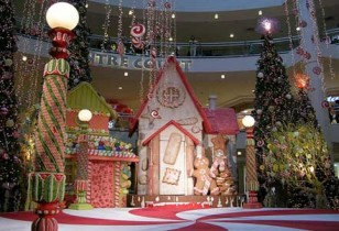 homemade outdoor christmas decorations candyland theme - Gingerbread House Christmas Decorations