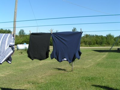 How To Hang Clothes On A Clothesline Easy Tips Pictures
