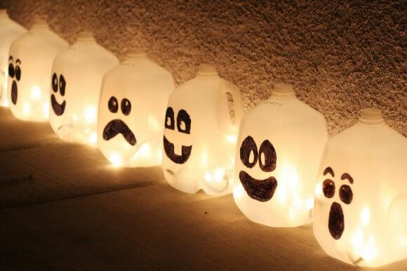 milk-jug-jack-o-lanterns-580x386