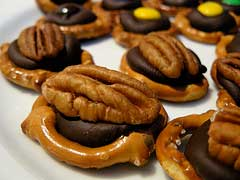 Yummy Cocolate Cinnamon Pretzel Snacks