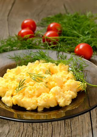 How To Make Scrambled Eggs - Easy Recipe And Tips