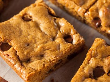 This easy toll house chocolate chip cookie recipe makes delicious chocolate chip cookies that taste just like toll house cookie bars! You can make these as moist and gooey bar cookies or the more crunchy regular chocolate chip cookies. Either way, you'll have a yummy treat that everyone is sure to love, especially kids!